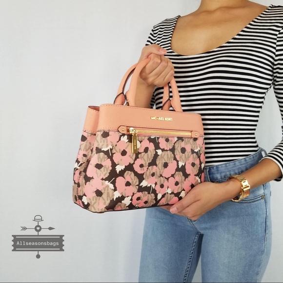 b480098bc650ac Michael Kors Bags | Hailee Xs Satchel Peach Floral Bag | Poshmark